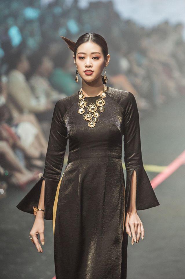 Thang giai ao dai tai lien tiep 3 cuoc thi nhan sac, hoa hau Khanh Van dien Quoc phuc Viet dep toi co nao?